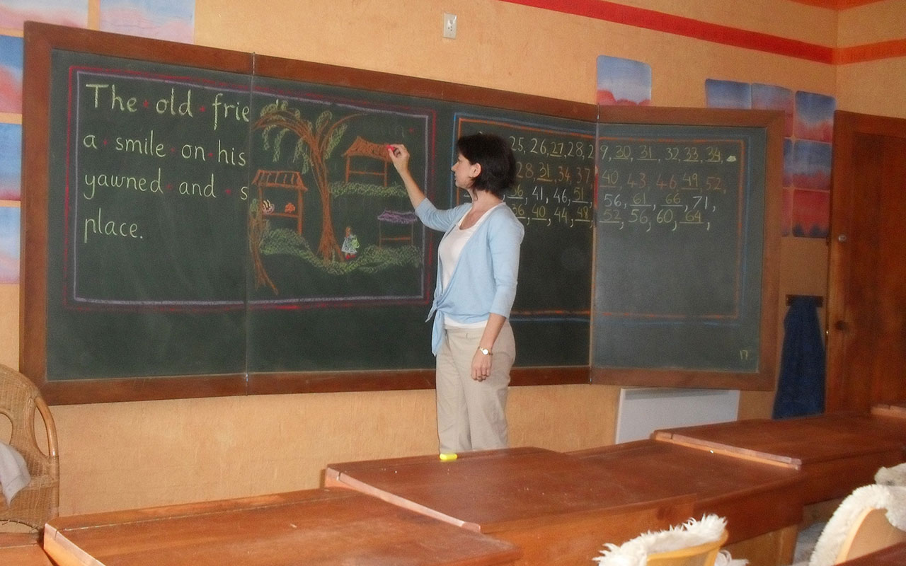 teacher-in-primary-classroom